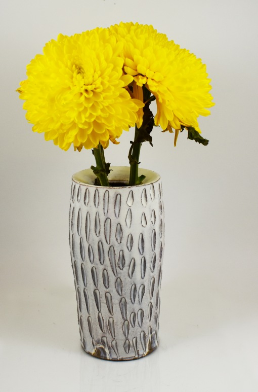 drop rim vase with yellow flowers 1